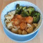 Pasta met broccoli en groenteballen